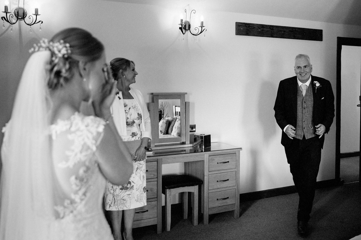 Bride seeing her dad for the first time